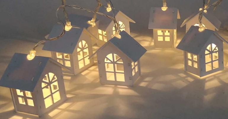 Ljusslinga med 10 små lykthus på Digdeal.se